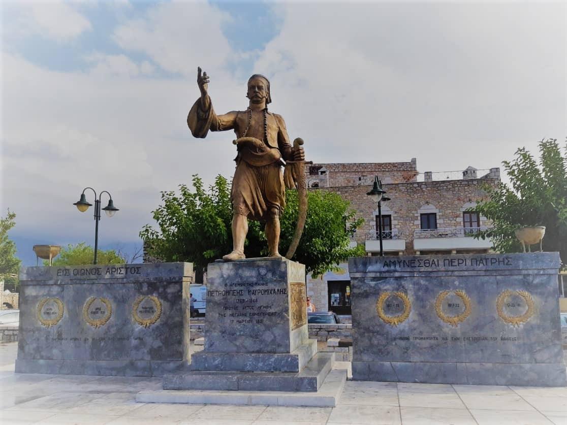 האנדרטה של מאברומיכאליס באריאופולי, יוון