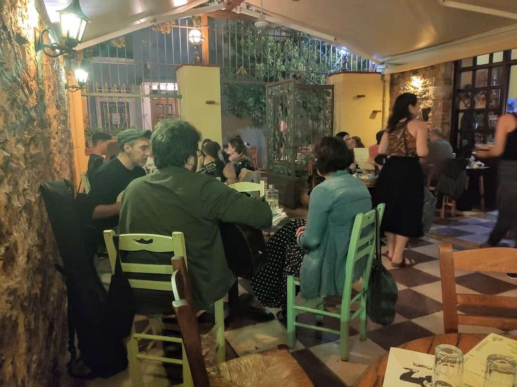 מוסיקאים מקומיים, אתונה