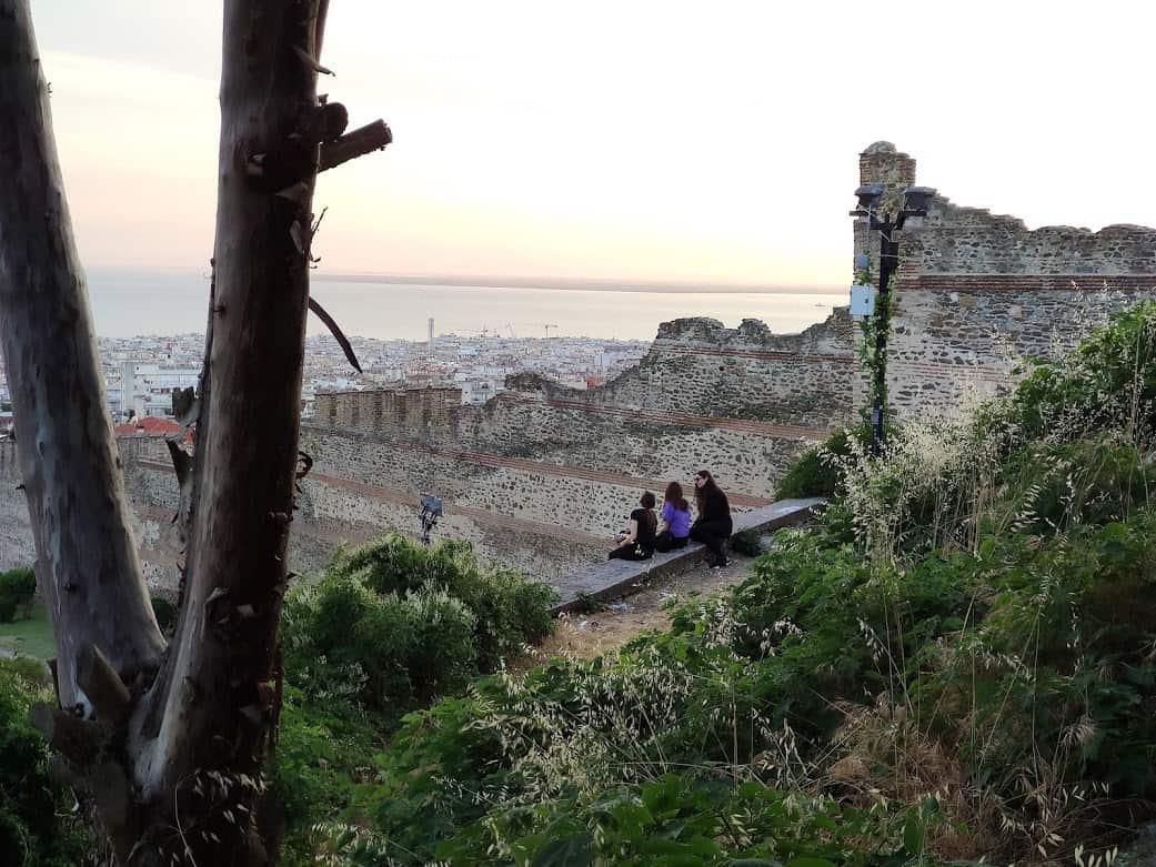 העיר בין הים לחומה