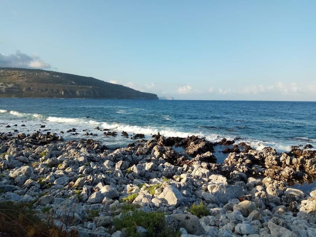 חוף בקצה היבשת