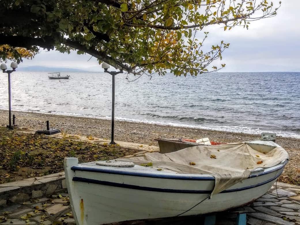 סירת דייגים על החוף, רובייס