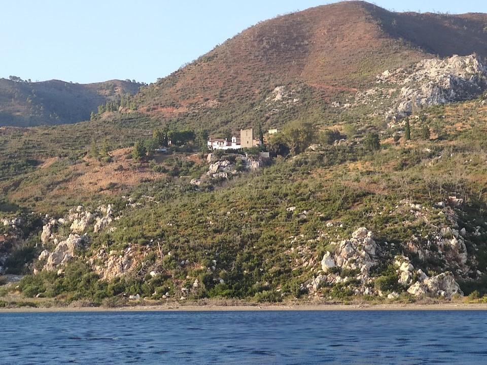 מנזר גלטאקי, בדרך לדפני